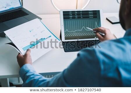 uitvoerende · zakenman · werken · investering · tablet · business - stockfoto © Freedomz