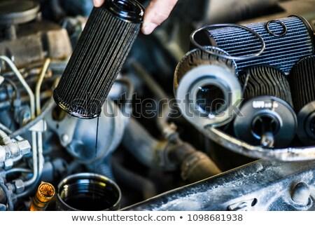 Mecánico de automóviles edad sucia petróleo filtrar Foto stock © Kzenon