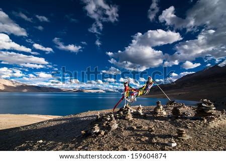 Montanha lago himalaia pôr do sol céu nuvens Foto stock © dmitry_rukhlenko