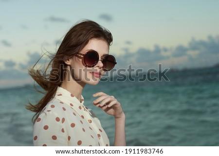 jonge · brunette · vrouw · bed · witte - stockfoto © stryjek