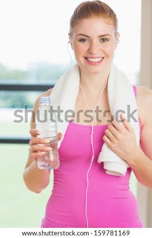 zmęczony · sportsmenka · ręcznik · szyi · manierka - zdjęcia stock © wavebreak_media