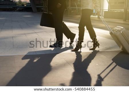 Zakenman zwart pak lopen schoenen vooruit Stockfoto © feedough