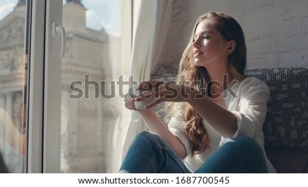 anlamaya · oturma · çim · bahar · mavi · kırmızı - stok fotoğraf © tolokonov