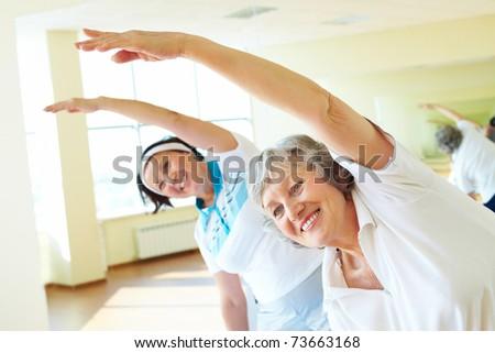 портрет улыбаясь тренер старший люди сидят Сток-фото © wavebreak_media