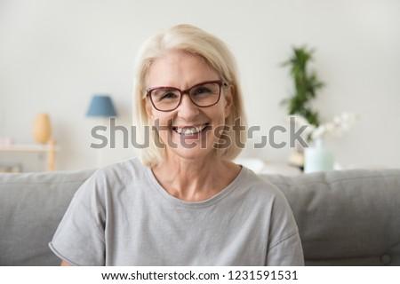 портрет · счастливым · старший · женщину · очки - Сток-фото © dolgachov