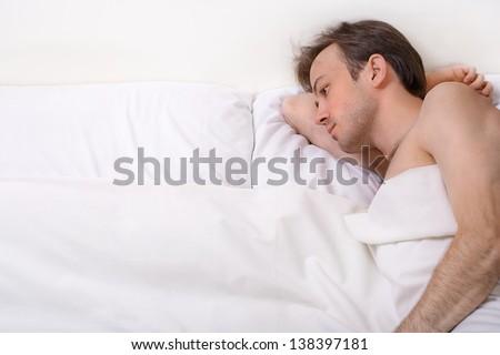 endişeli · adam · baş · ağrısı · yatak · odası · ev · ev - stok fotoğraf © lopolo