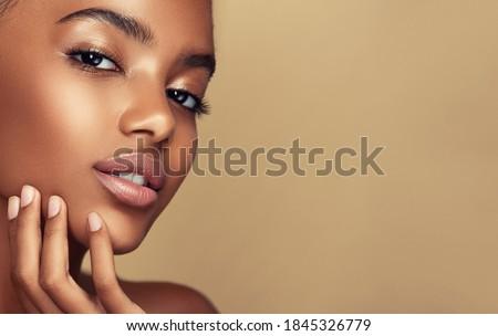 schoonheid · portret · meisje · afro · aantrekkelijk · afro-amerikaanse - stockfoto © NeonShot