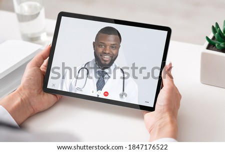 Mannelijke arts digitale tablet werk ziekenhuis nieuwe Stockfoto © Klinker