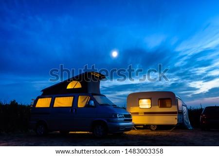 Lakókocsi furgon táborhely mező jókedv menedzser Stock fotó © wavebreak_media
