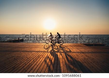 Casal ciclo mar paisagem bicicleta bicicleta Foto stock © photography33