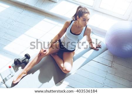 Jovem mulher atraente esportes clube beautiful girl esportes Foto stock © Aikon