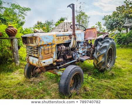Oude boerderij uitrusting veld roestige hout Stockfoto © jeremywhat