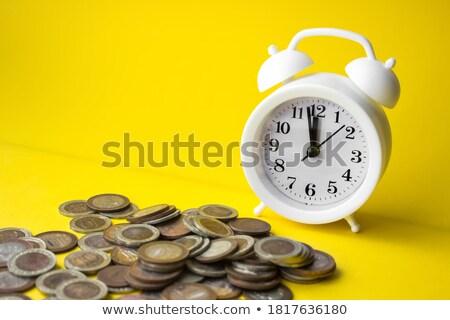 Escritório relógio moeda de ouro cara conceito tempo é dinheiro Foto stock © backyardproductions