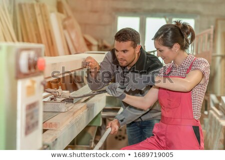 Carpinteiro ensino jovem feminino aprendiz mulher Foto stock © photography33