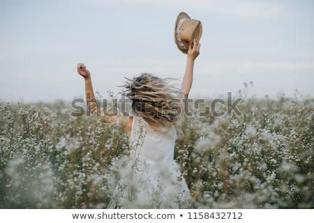Belle femme marche champ de fleurs belle femme blonde ciel Photo stock © chesterf