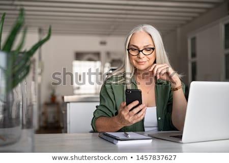 kıdemli · kadın · cep · telefonu · oturma · kanepe · gülümseme - stok fotoğraf © andreypopov