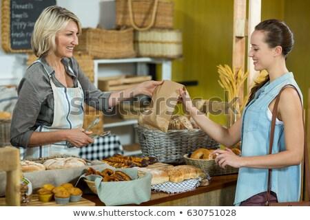 微笑 女 顧客 麵包店 員工 商業照片 © wavebreak_media