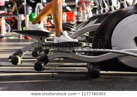 Obraz zdumiewający sportowe kobieta fitness wykonywania Zdjęcia stock © deandrobot