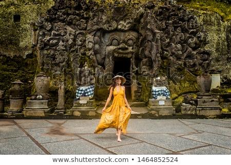 Vrouw toeristische oude tempel goa eiland Stockfoto © galitskaya