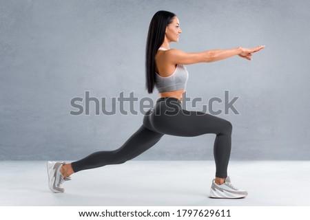 Sportos fiatal nő nyújtás testépítés egészségügy testápoló Stock fotó © ruslanshramko