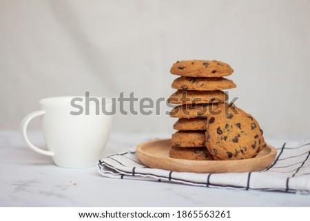 darabok · csokoládé · diók · fa · háttér · asztal - stock fotó © nessokv