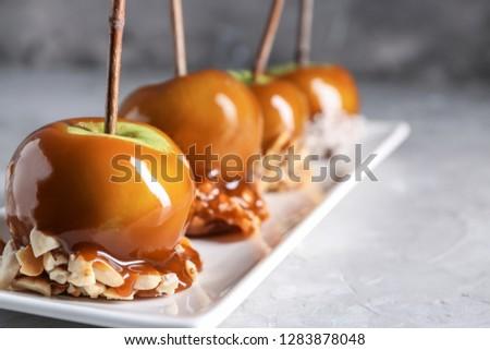 Karamel appels partij najaar dessert stick Stockfoto © M-studio