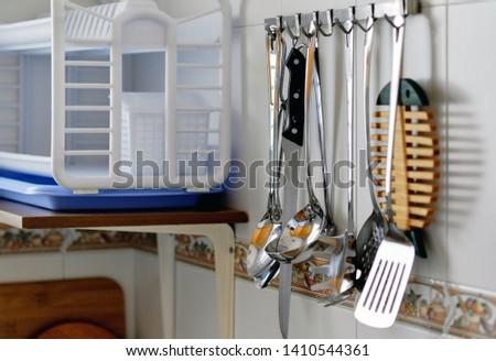 Gefliesten Wand hängen Rack unterschiedlich Küche Stock foto © amok