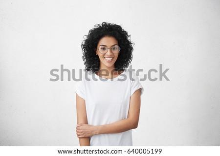 Feliz atraente étnico mulher cabelos cacheados branco Foto stock © vkstudio
