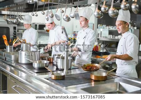 Profesional chef trabajo cocina ocupación alimentos Foto stock © yupiramos