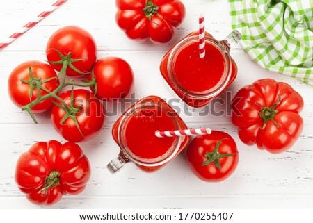 Vers tomatensap rijp tomaten houten tafel top Stockfoto © karandaev