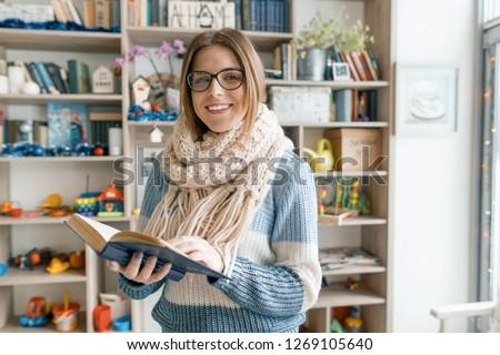 少女 着用 眼鏡 図書 実例 ストックフォト © bluering