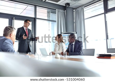 kép · kollégák · kommunikál · megbeszélés · üzletember · csoport - stock fotó © zurijeta