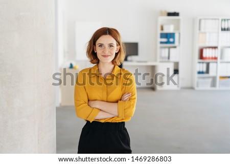 Işkadını güzel genç iş kadını poz yalıtılmış Stok fotoğraf © hsfelix