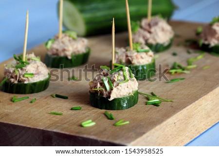 Falatozó uborka uborkák tál fehér baba Stock fotó © bdspn