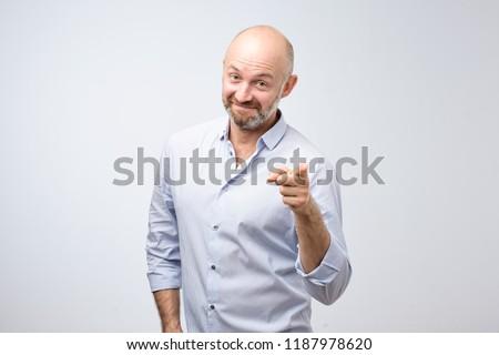 привлекательный · человека · белый · рубашку · улыбается · камеры - Сток-фото © feedough
