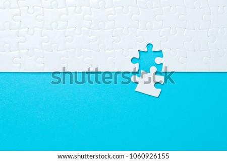 Içerik mavi bilmece beyaz ağ web Stok fotoğraf © tashatuvango