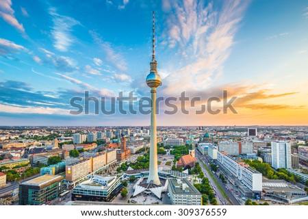アレクサンダー広場 · にログイン · テレビ · 塔 · ベルリン · ドイツ - ストックフォト © capturelight