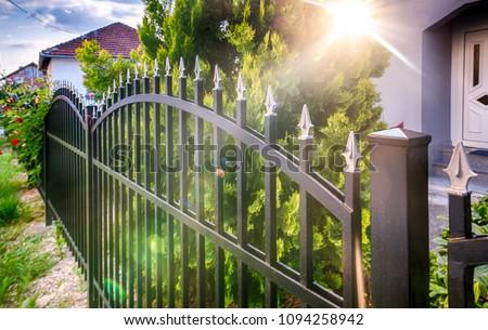 Vasaló kerítés rozsdás öreg közelkép építkezés Stock fotó © H2O