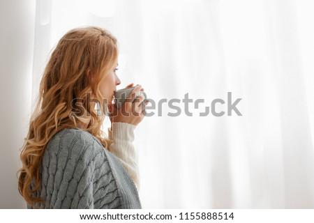 Mooie vrouwelijke model warm wollen Stockfoto © ElenaBatkova
