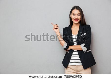 かなり 中国語 ビジネス女性 笑みを浮かべて 外 オフィスビル ストックフォト © nruboc