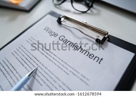Salaire texte tableau portable stylos téléphone portable Photo stock © Mazirama
