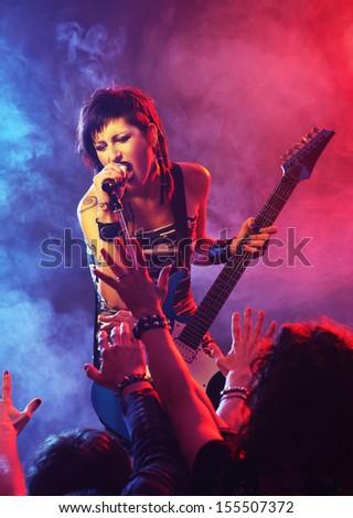 Femminile cantante rock band donna musica uomini Foto d'archivio © photography33