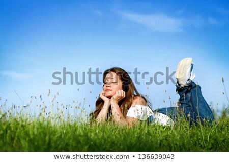 adolescente · mentiras · grama · fones · de · ouvido · moço · cara - foto stock © photography33