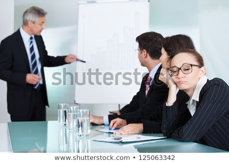portré · fiatalember · ül · megbeszélés · asztal · nők - stock fotó © wavebreak_media