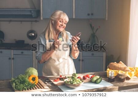 vecchia · signora · cucina · insalata · donna · alimentare · legno - foto d'archivio © photography33