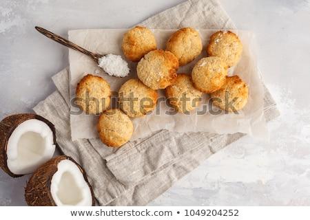 Coco cookies bol blanche table en bois ouvrir Photo stock © Tagore75