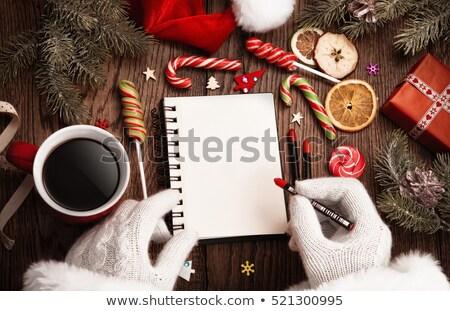 Papá noel abierto bloc de notas mesa de madera papel manos Foto stock © -Baks-