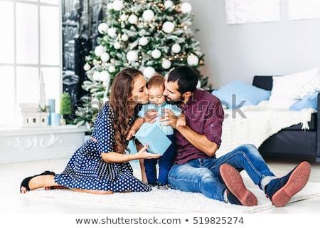 Stok fotoğraf: Baba · oturma · odası · Noel · asılı · çelenk