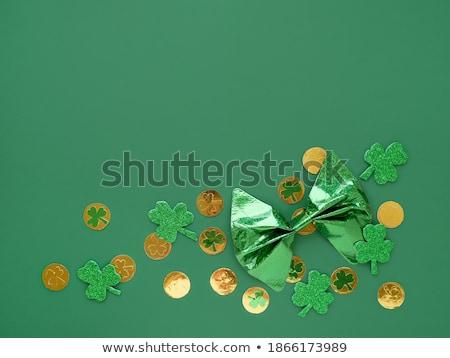 Oro arco trébol dorado broche forma Foto stock © blackmoon979