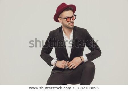 элегантный человека красный костюм сидят деревянный стул Сток-фото © feedough